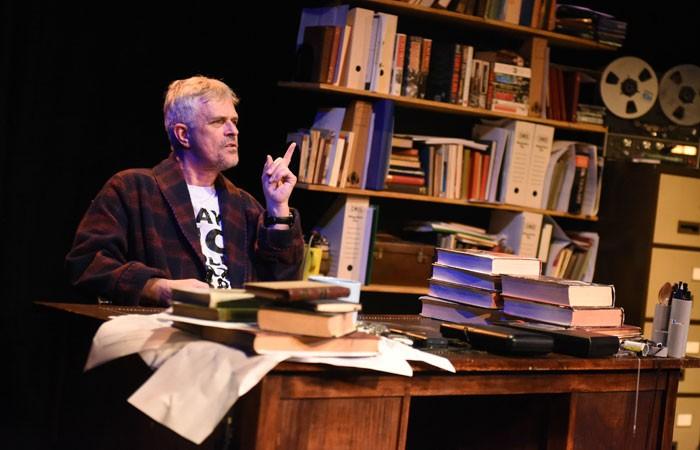 Tony's-Last-Tape-5-Philip-Bretherton-as-Tony-Benn-Photo-Robert-Day1-700x450